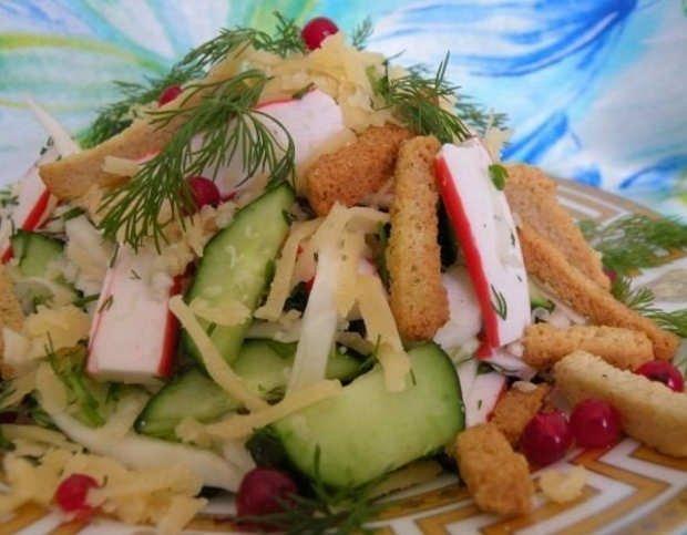 Салат с сельдереем и крабовыми палочками